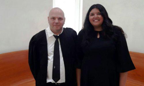 """בתמונה: עו""""ד יאיר נהוראי, מנהל המחלקה המשפטית ברבנים למען זכויות האדם ורוז, מתנדבת באירגון, בבית המשפט. 28.5.18"""